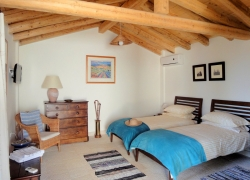 Twin bedroom at Villa Del Cielo Corfu