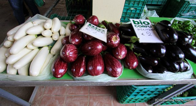 Aubergines that are not always aubergine